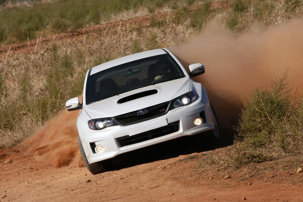 Subaru WRX STI Sedan en tierra