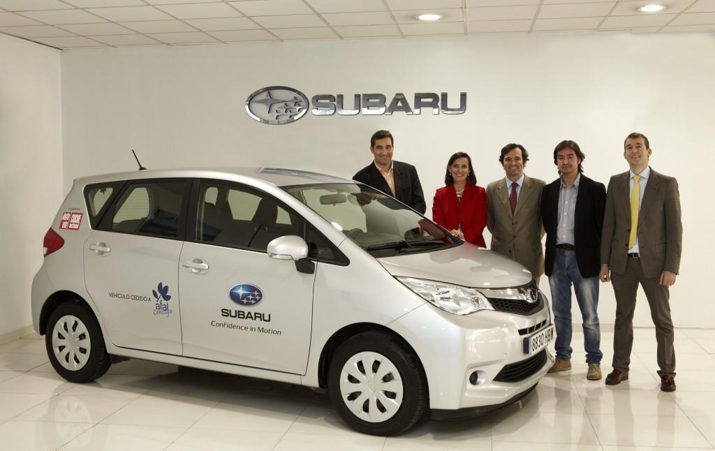 Entrega de Subaru Trezia a la Asociación Nacional del Alzheimer