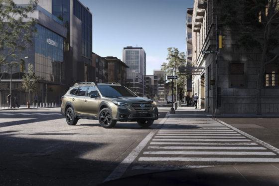 Nuevo Subaru Outback en ciudad